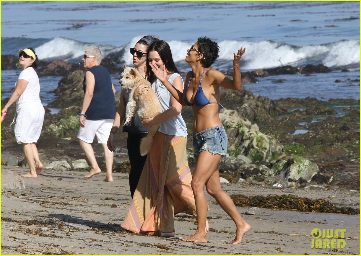 halle berry bikini beach babe 23