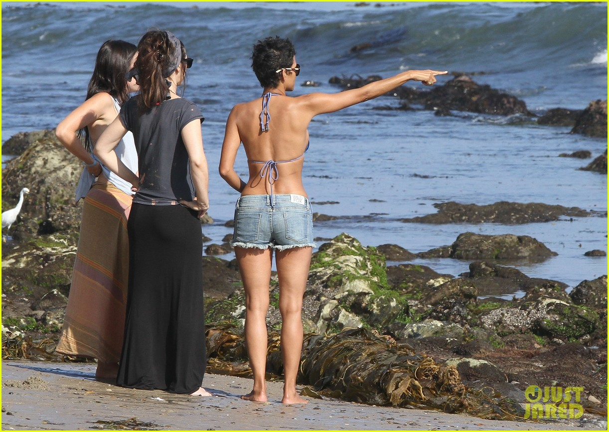 halle berry bikini beach babe 30