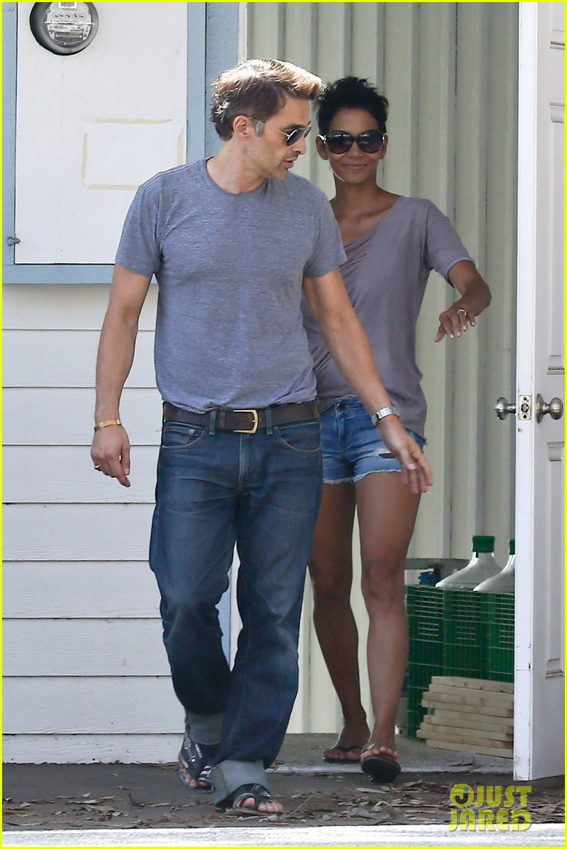 halle berry olivier martinez house hunting in malibu 012730594