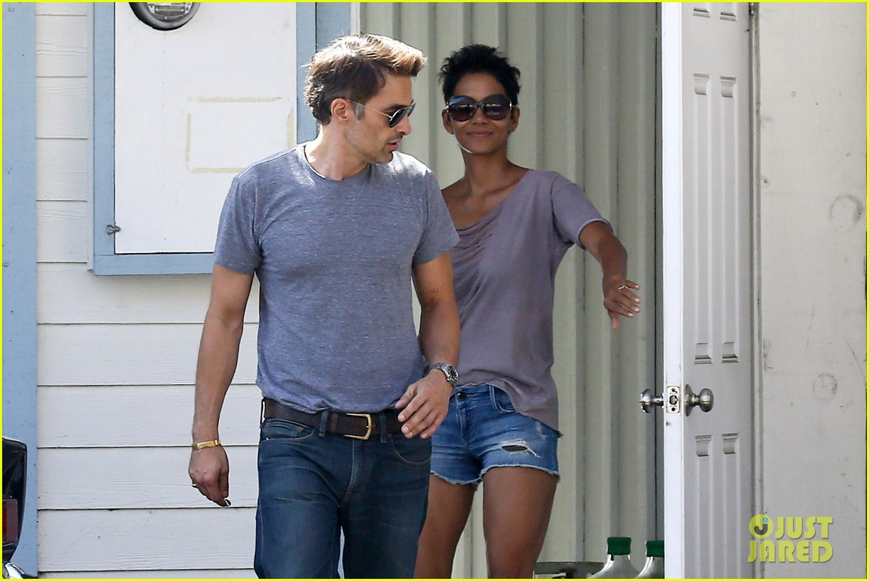 halle berry olivier martinez house hunting in malibu 06