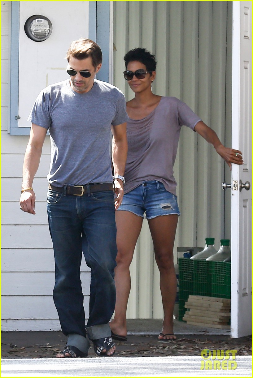 halle berry olivier martinez house hunting in malibu 082730601