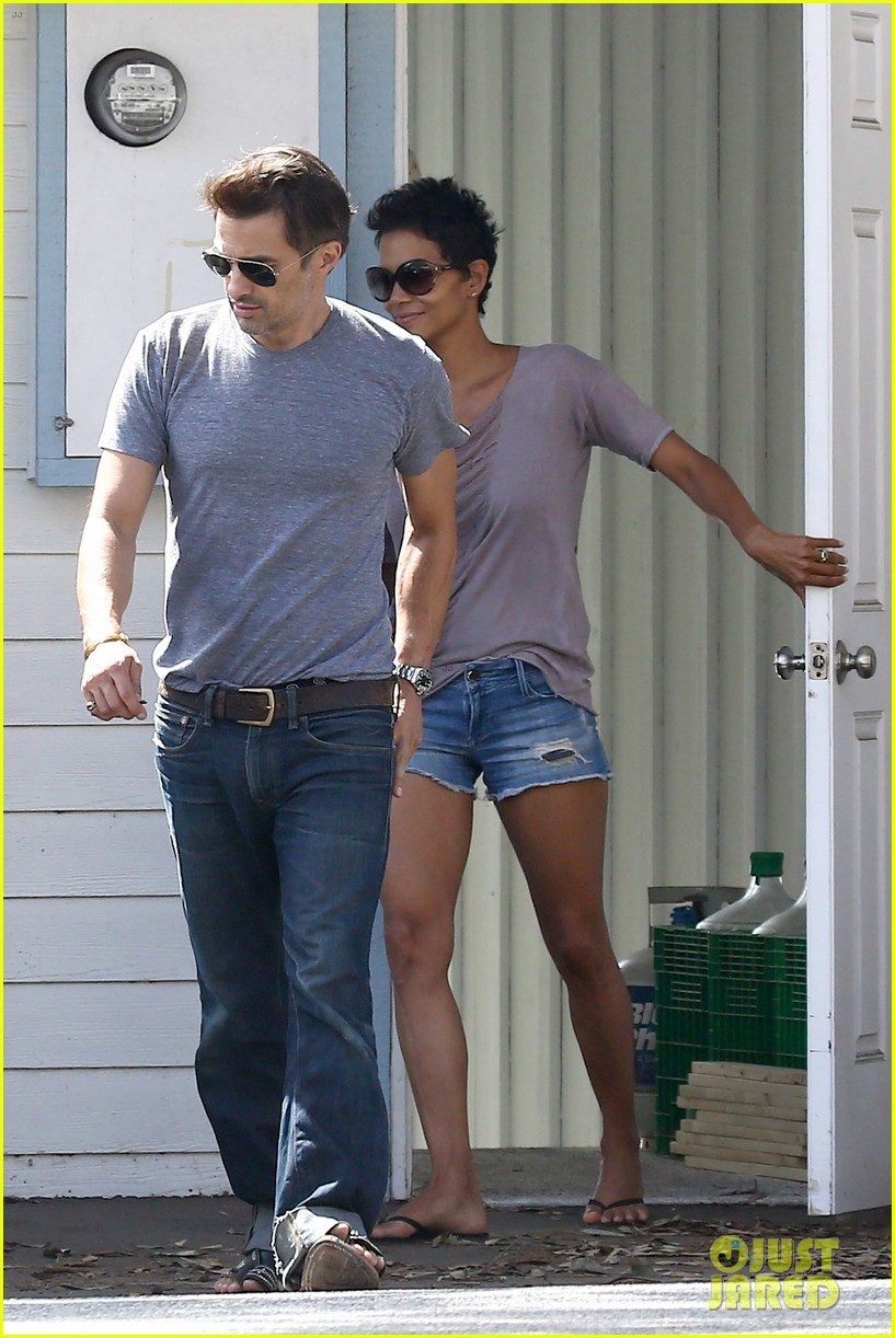 halle berry olivier martinez house hunting in malibu 132730606