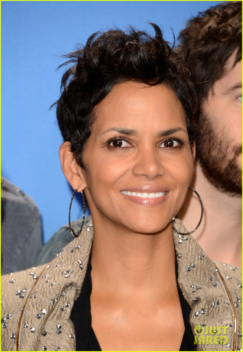 halle berry cloud atlas photo call 022718002