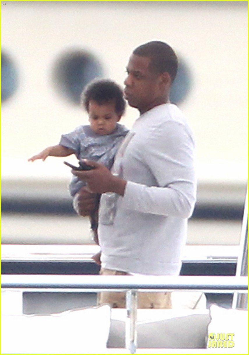 beyonce jayz yacht vacation france 022714303