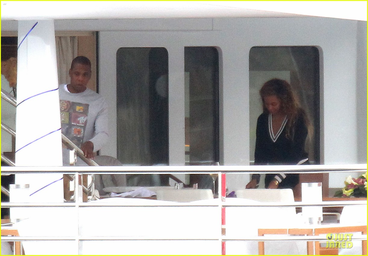 beyonce jayz yacht vacation france 14