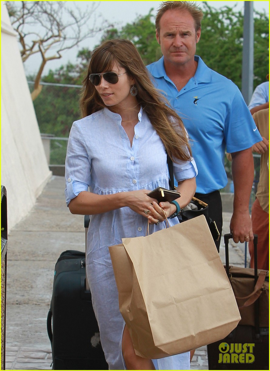 jessica biel halle berry head home from cabo wedding 022713610