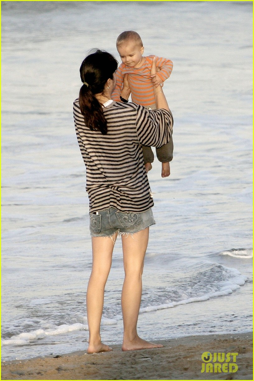 selma blair beach stroll with arthur after split reports 062721310