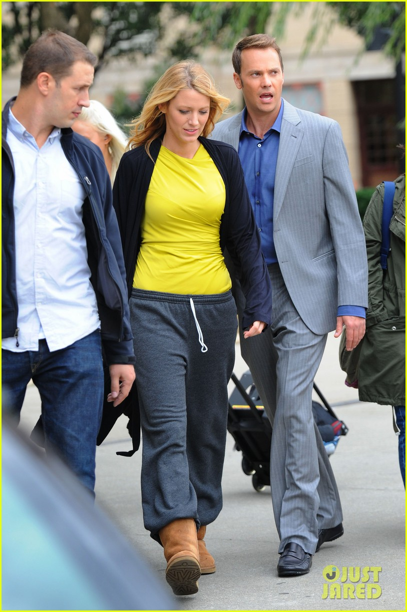 blake lively defies pregnancy rumors 05