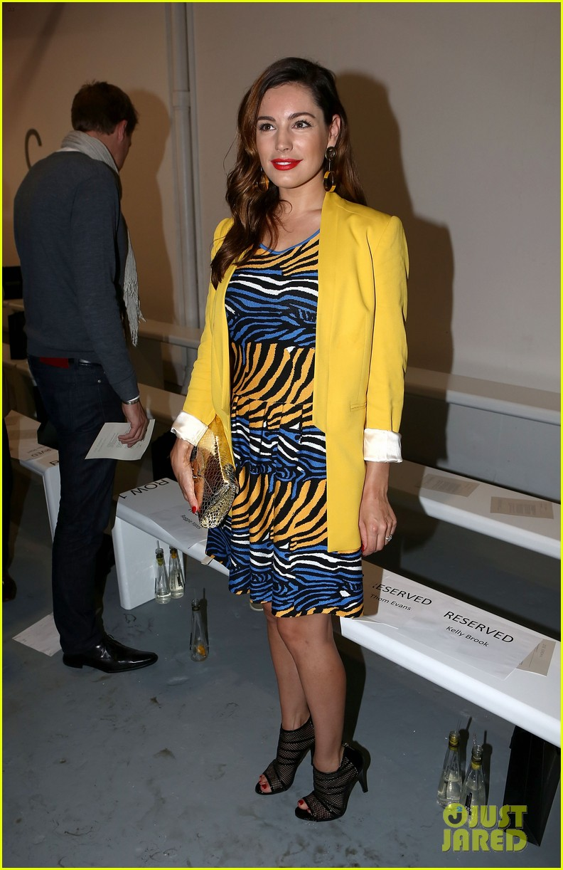 kelly brook london fashion week with thom evans 06