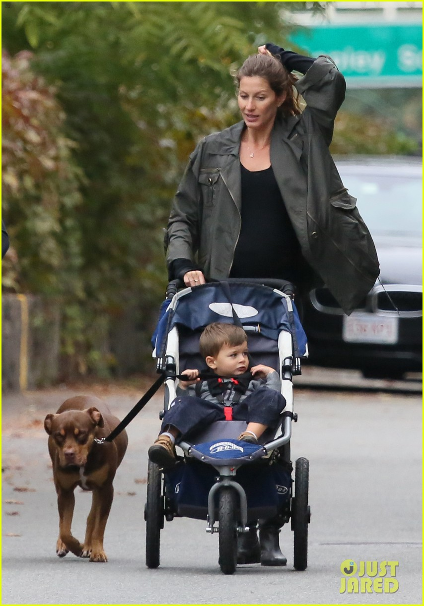 gisele bundchen saturday stroll with benjamin lua 05