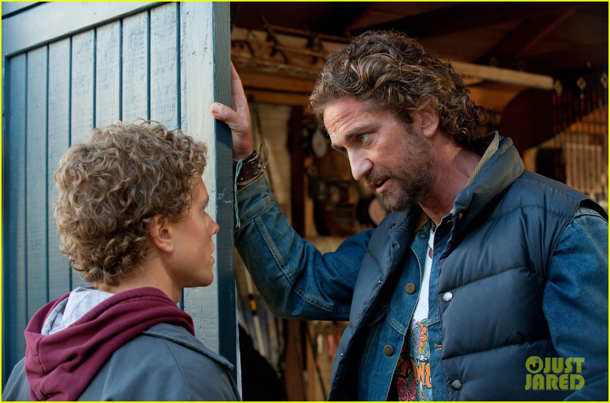 gerard butler chasing mavericks still 02