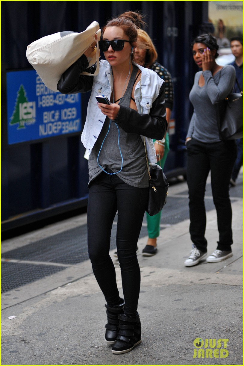 amanda bynes hides her face in new york city 012730488