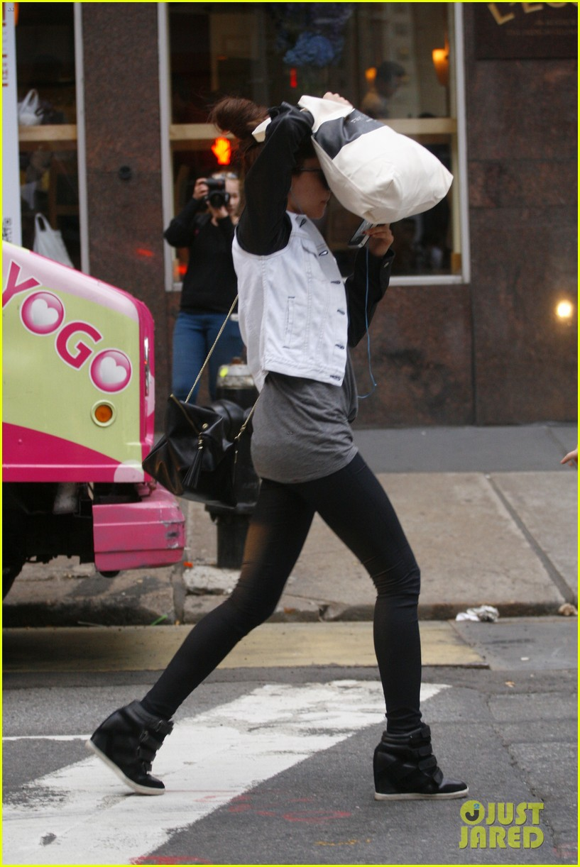 amanda bynes hides her face in new york city 032730490