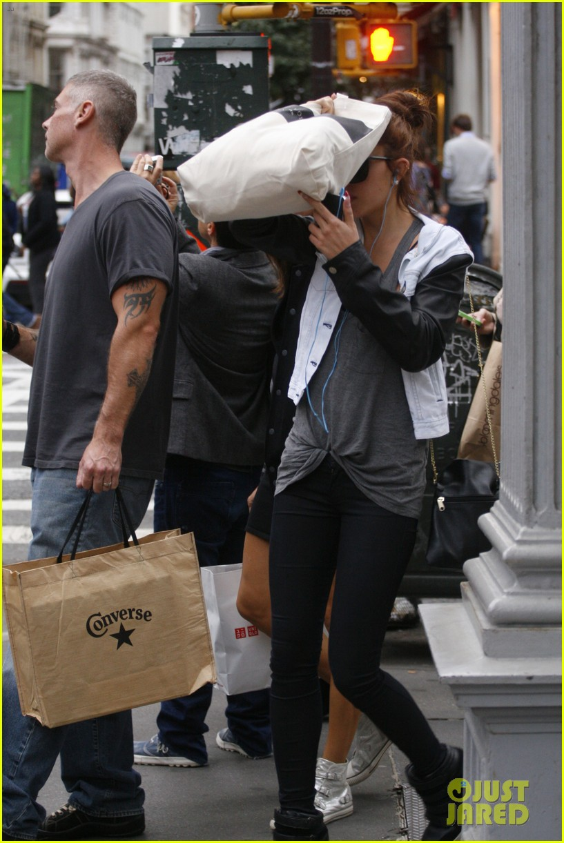 amanda bynes hides her face in new york city 052730492