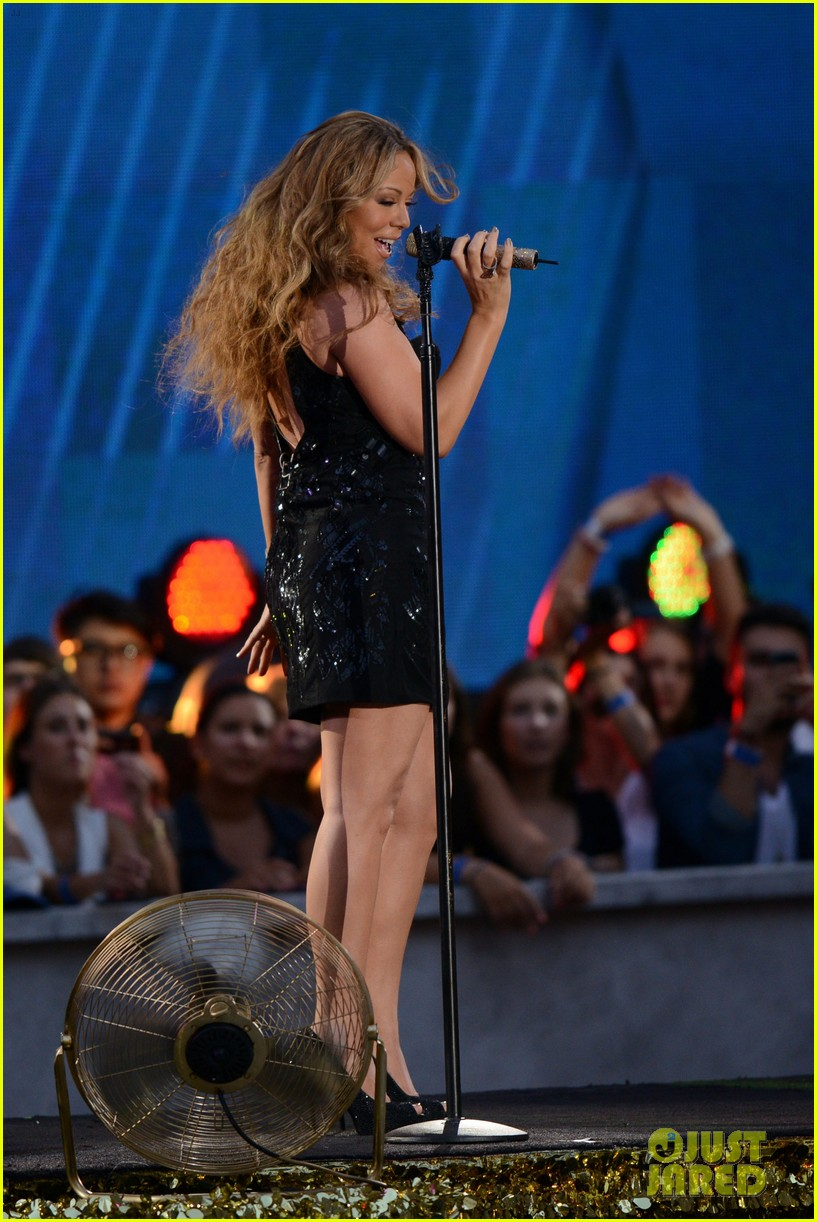 mariah carey triumphant at nfl kick off concert 17