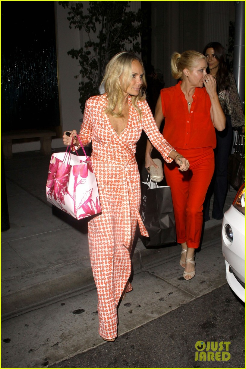 kristin chenoweth mastros dinner with gcb ladies 042727737