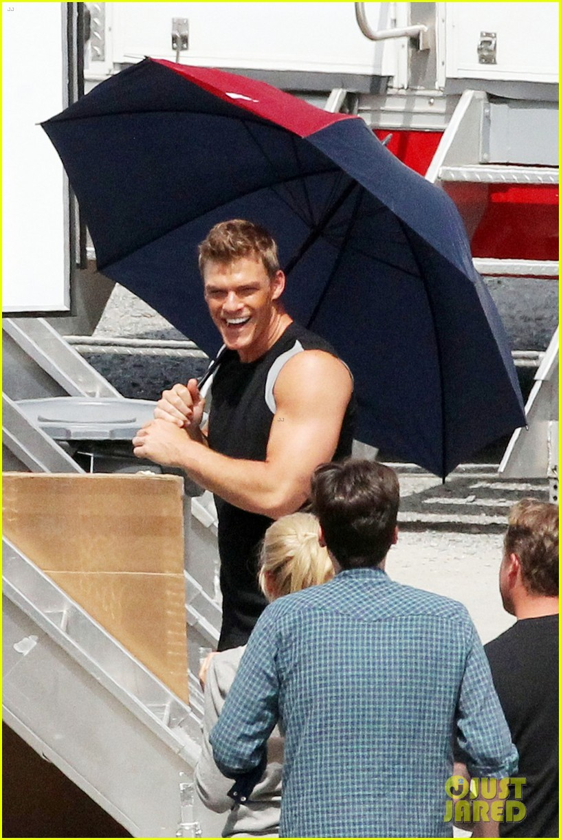 sam claflin jena malone hunger games catching fire set 042721537
