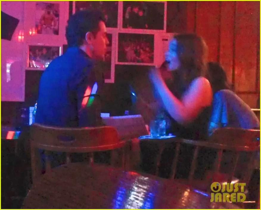 emilia clarke karaoke bar date with seth macfarlane 022728249