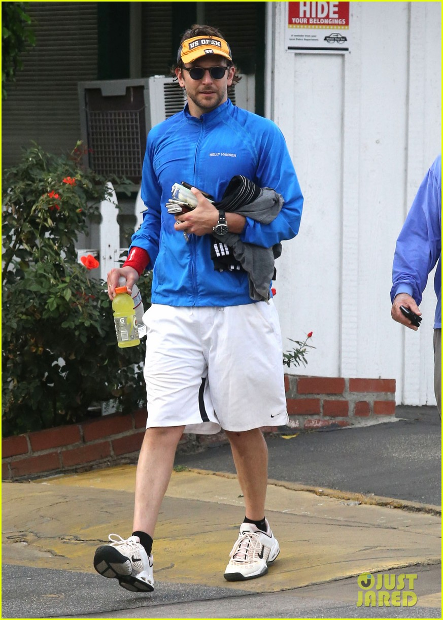 bradley cooper leaves zoe saldana house 052726429