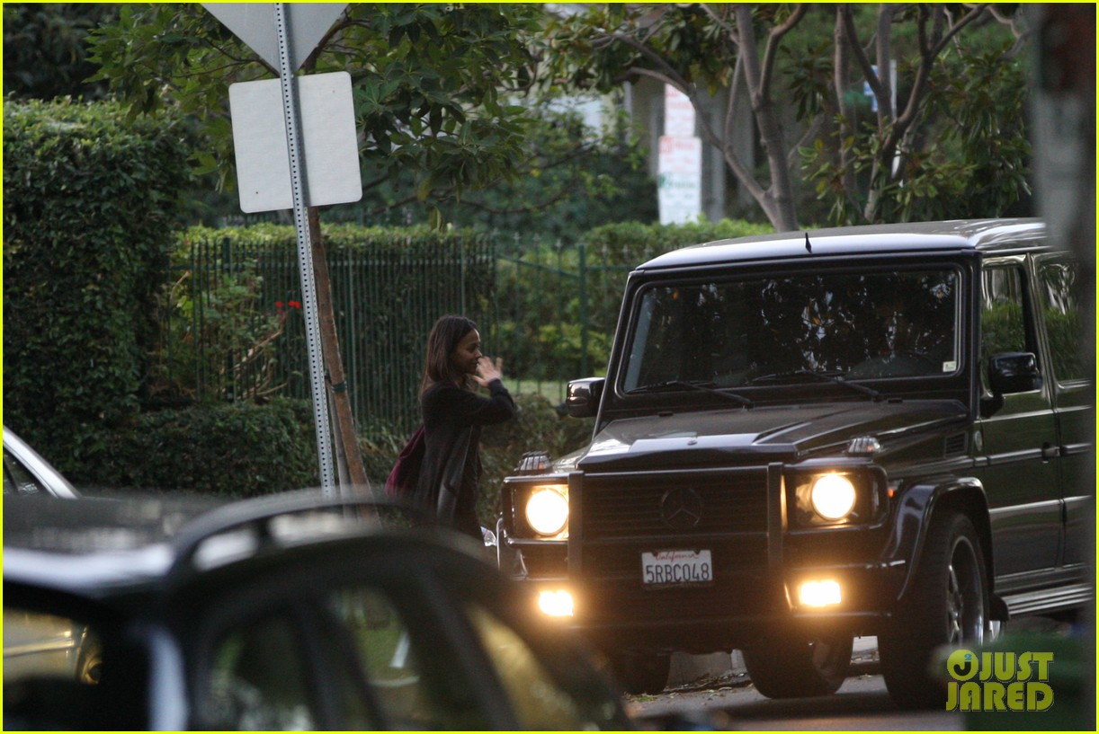 bradley cooper leaves zoe saldana house 07