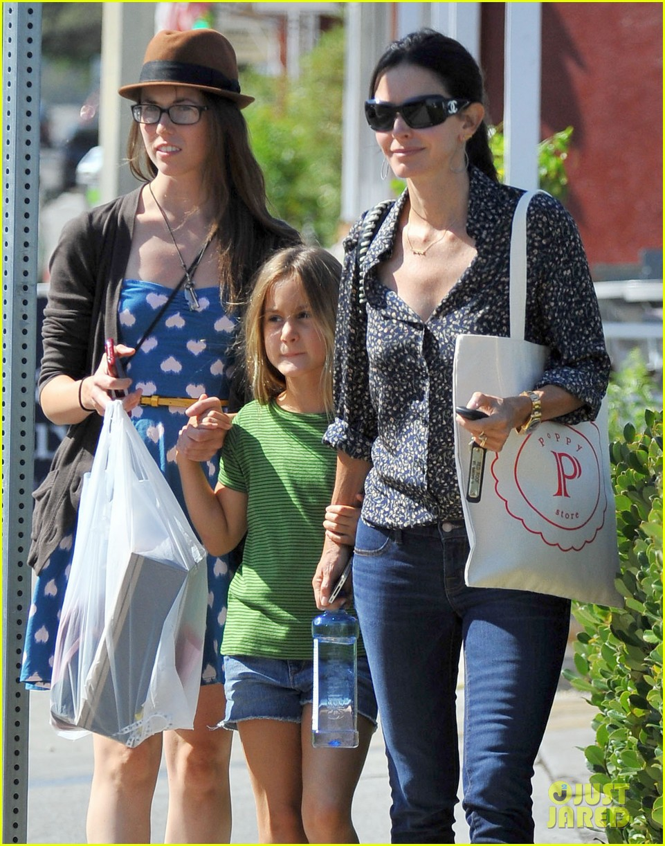 courteney cox kisses for coco 02