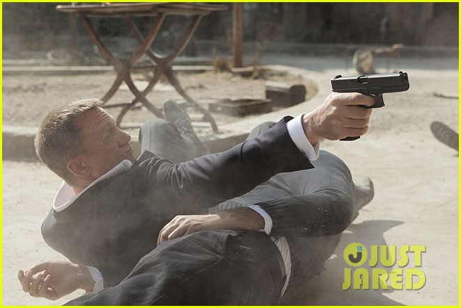 daniel craig shirtless for new skyfall stills 02