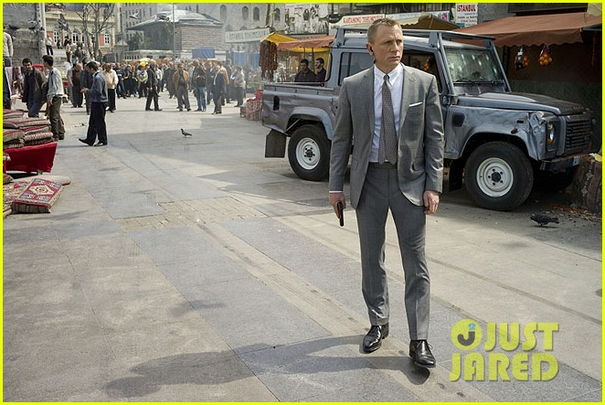 daniel craig shirtless for new skyfall stills 052729899