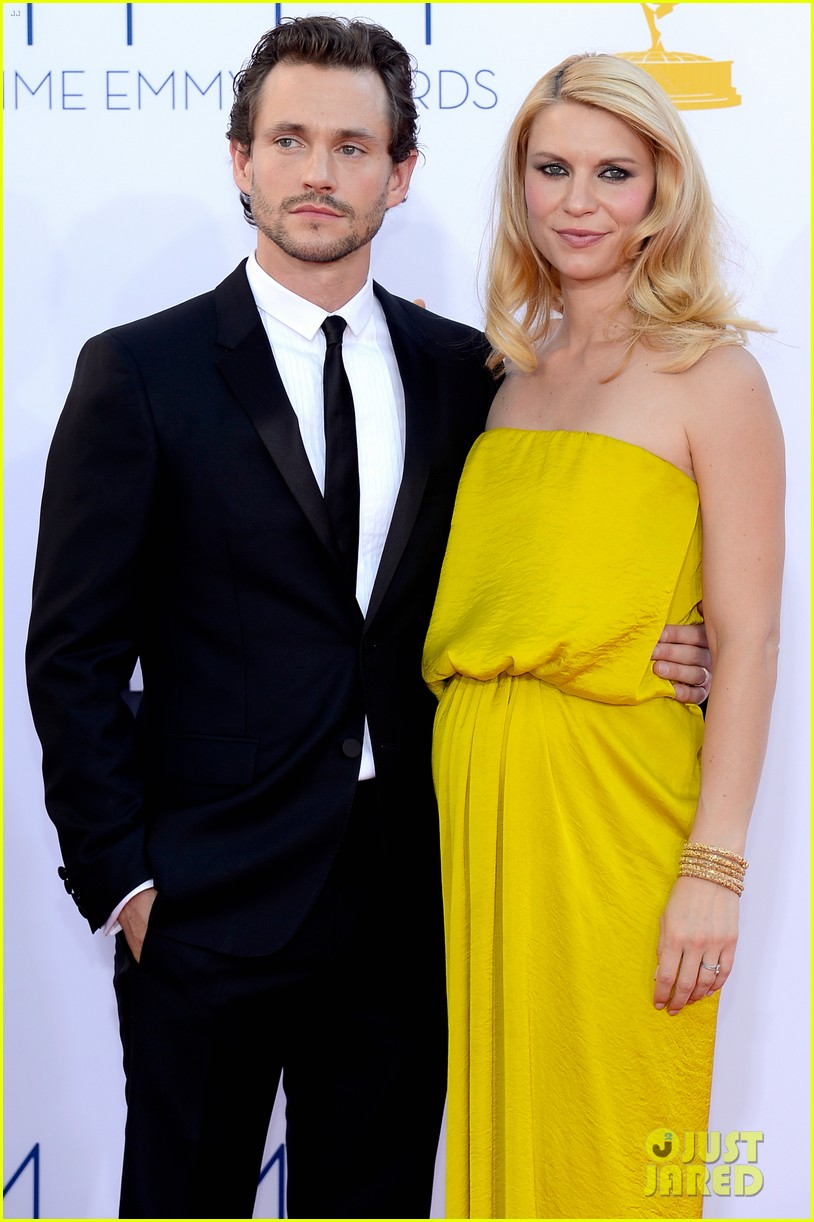 claire danes hugh dancy emmys 2012 red carpet 022727320