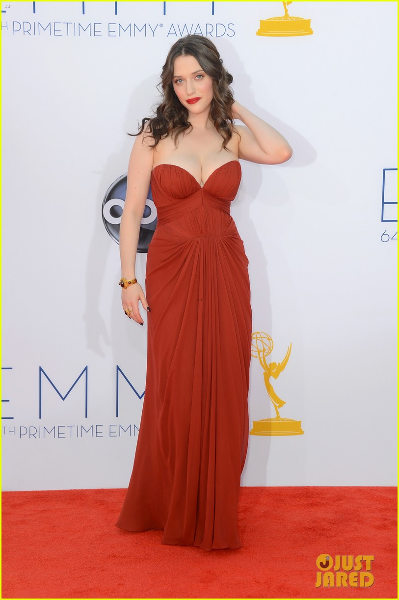 kat dennings nick zano emmys 2012 red carpet 04