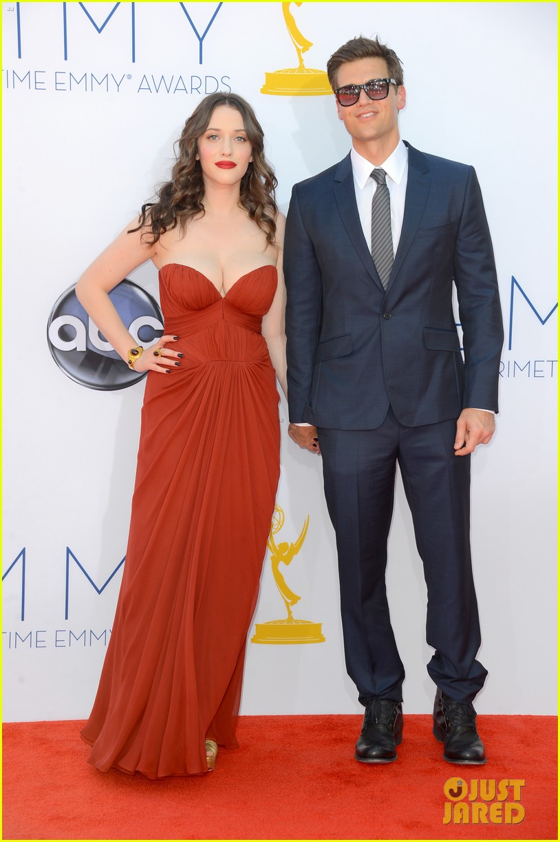 kat dennings nick zano emmys 2012 red carpet 05