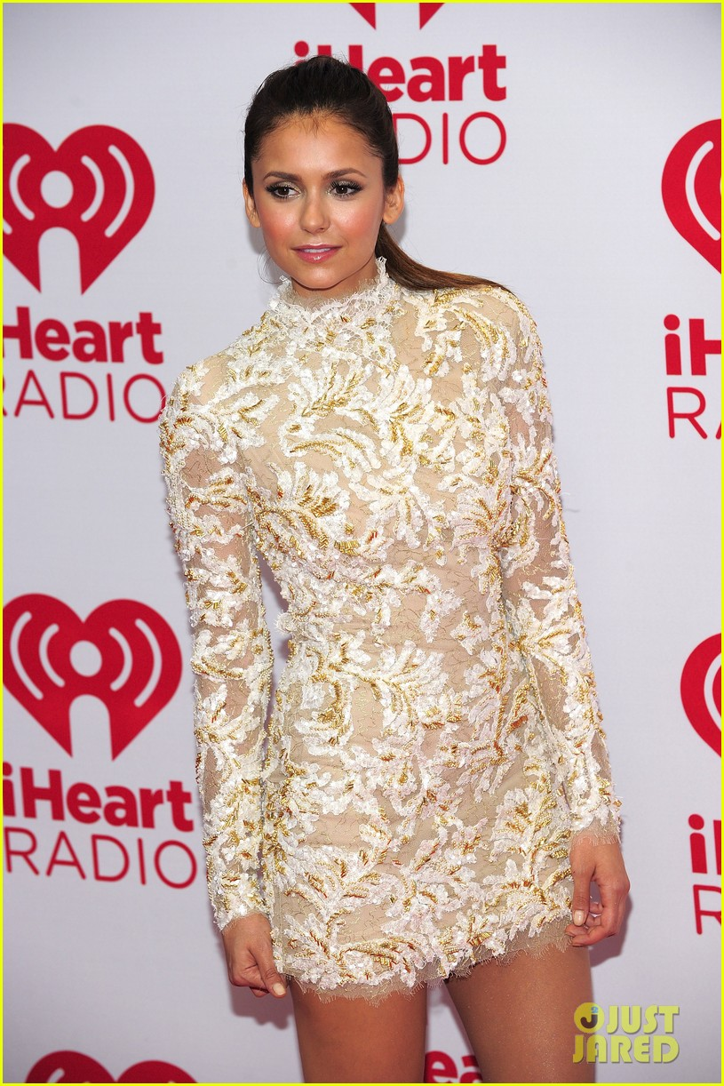 nina dobrev iheartradio music festival with candice accola 04