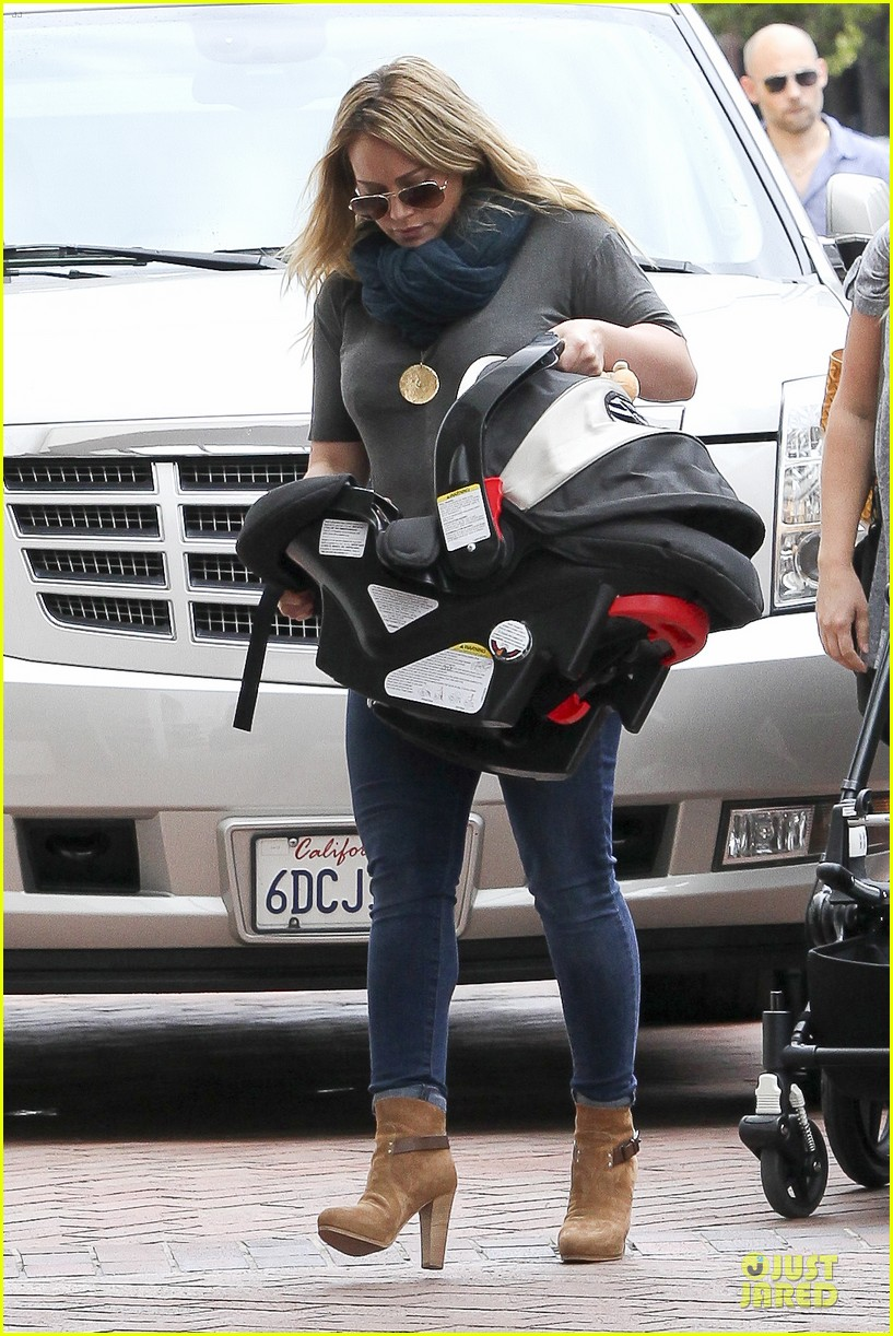 hilary duff ordering salad dressing on side depressing 162715320
