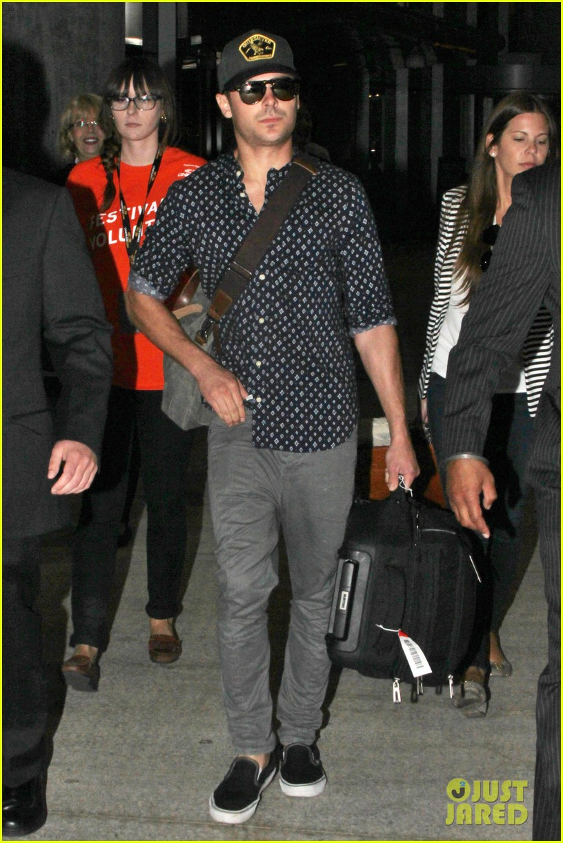 zac efron back to toronto for paperboy premiere 01