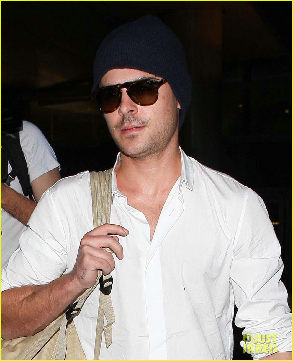 zac efron arrives home from venice 06