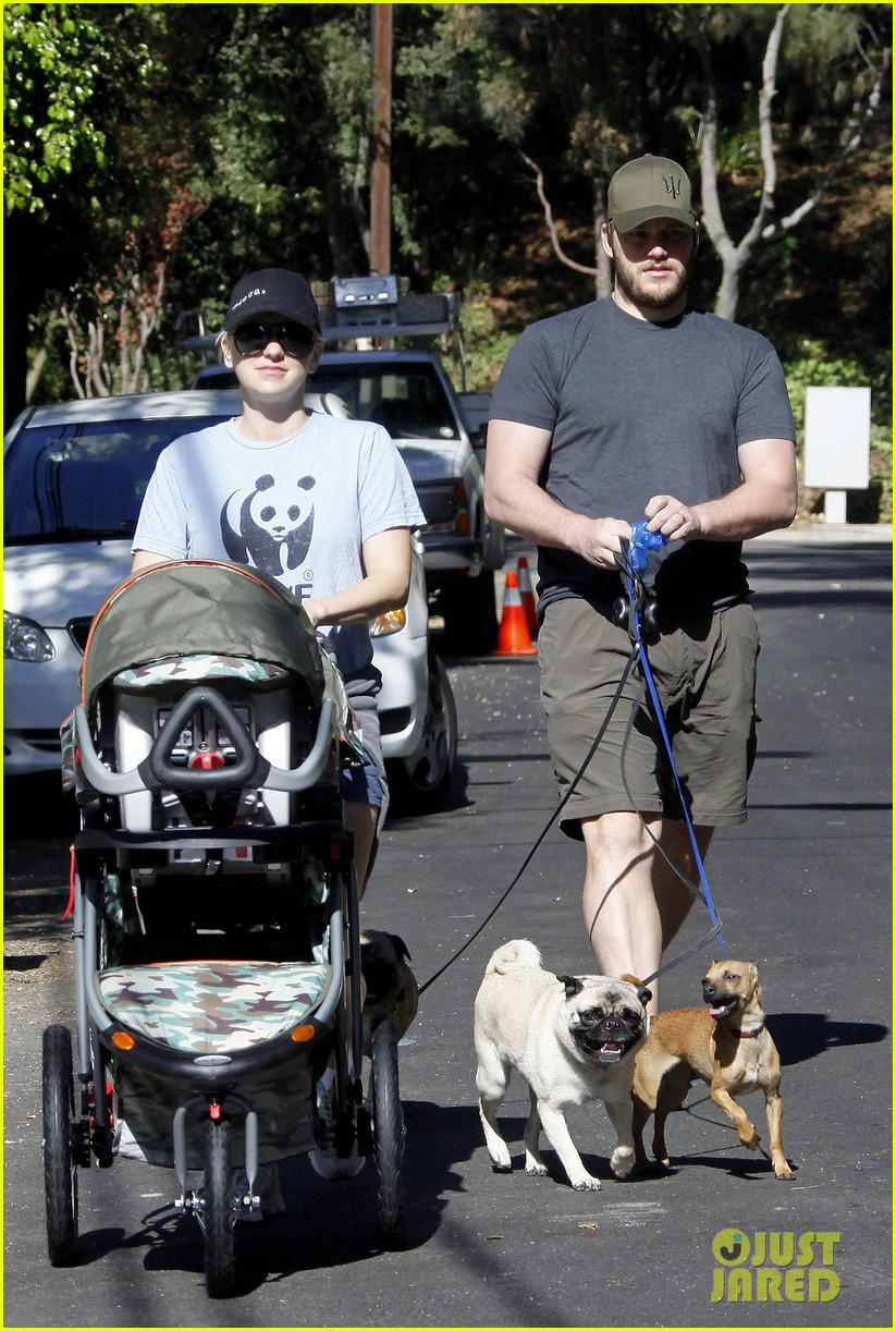 anna faris chris pratt strolling with baby jack 012730459