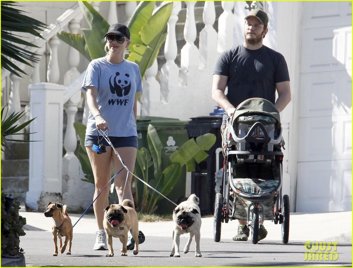 anna faris chris pratt strolling with baby jack 042730462