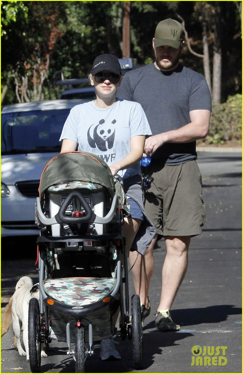 anna faris chris pratt strolling with baby jack 122730470