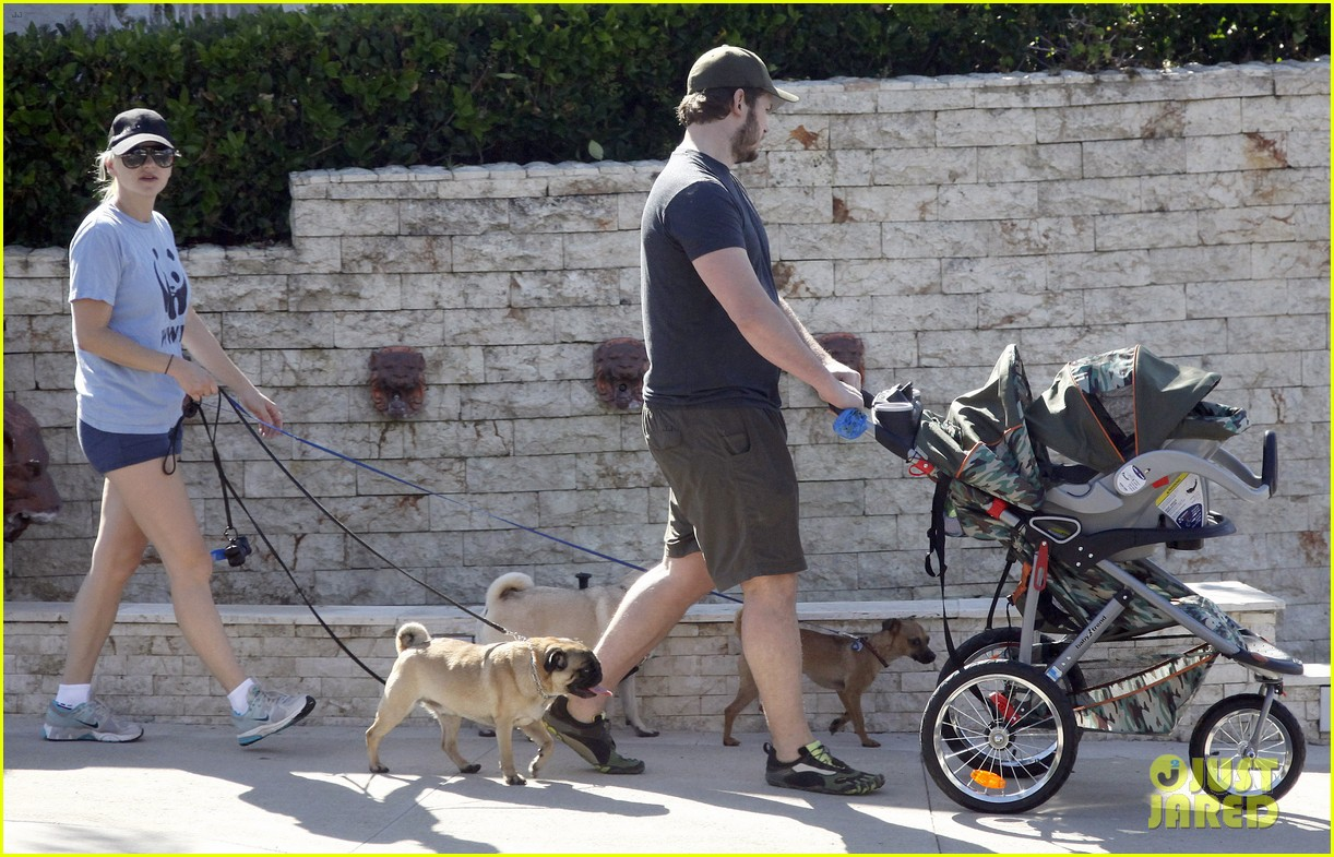 anna faris chris pratt strolling with baby jack 18