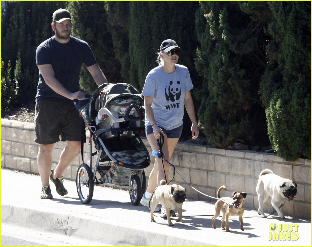 anna faris chris pratt strolling with baby jack 252730483