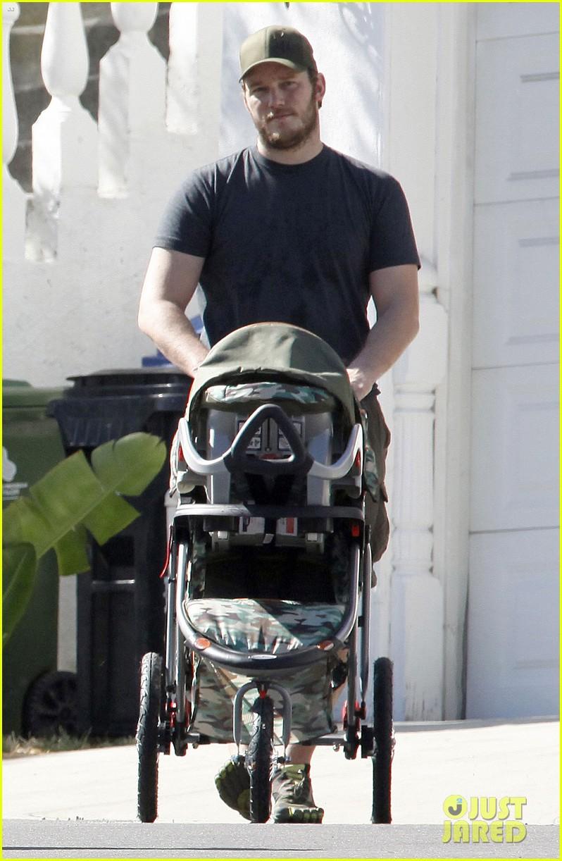 anna faris chris pratt strolling with baby jack 272730485
