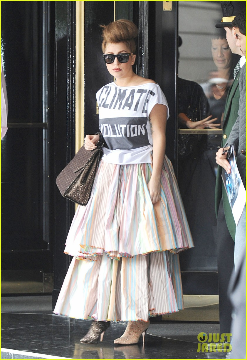 lady gaga climate revolution outfit 112724014