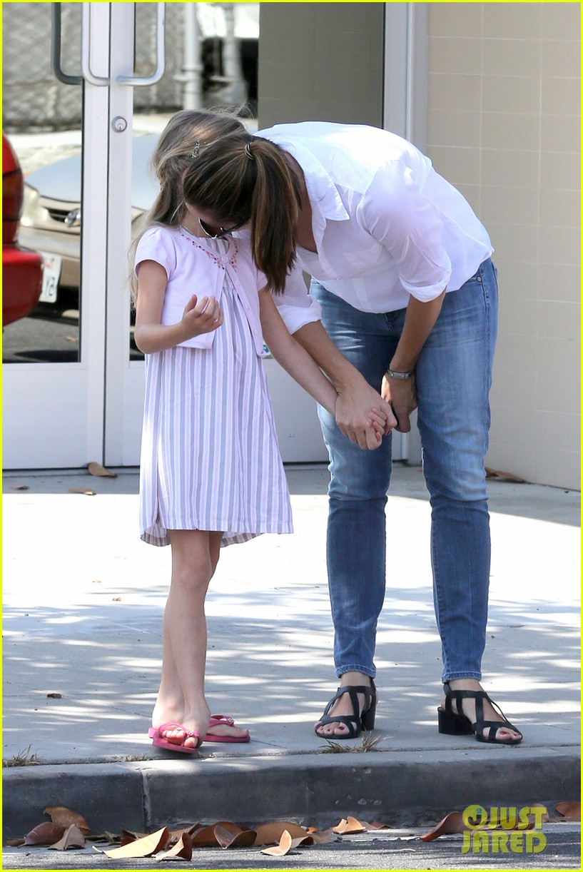 jennifer garner kisses for violet 16