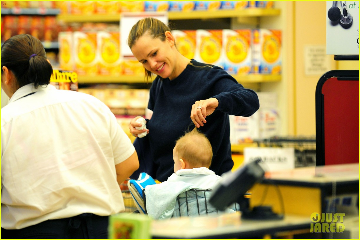 jennifer garner weekend outings with the kids 102728130