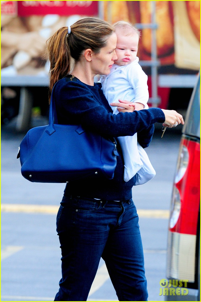 jennifer garner weekend outings with the kids 202728140