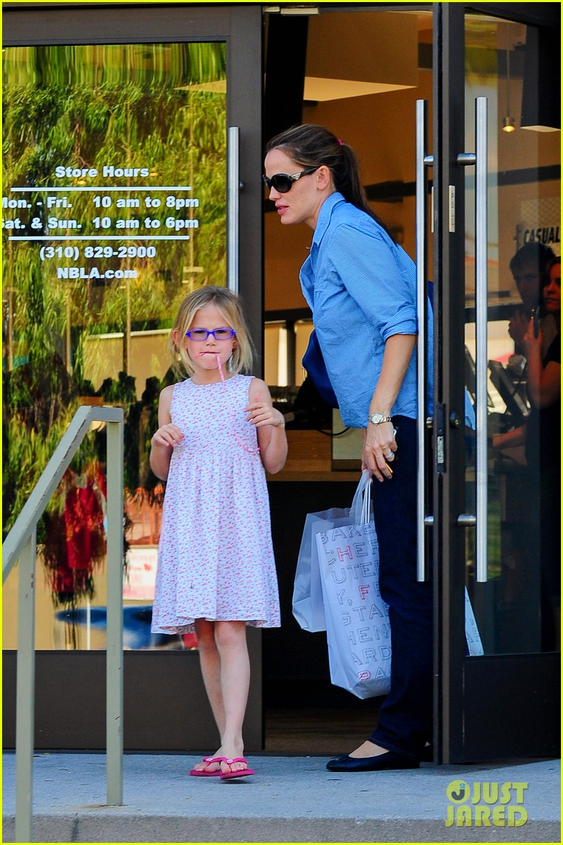 jennifer garner weekend outings with the kids 292728149