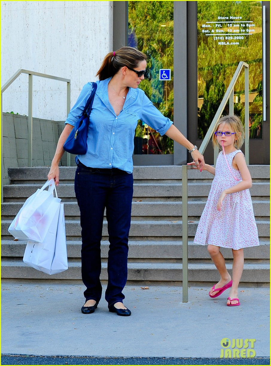 jennifer garner weekend outings with the kids 30