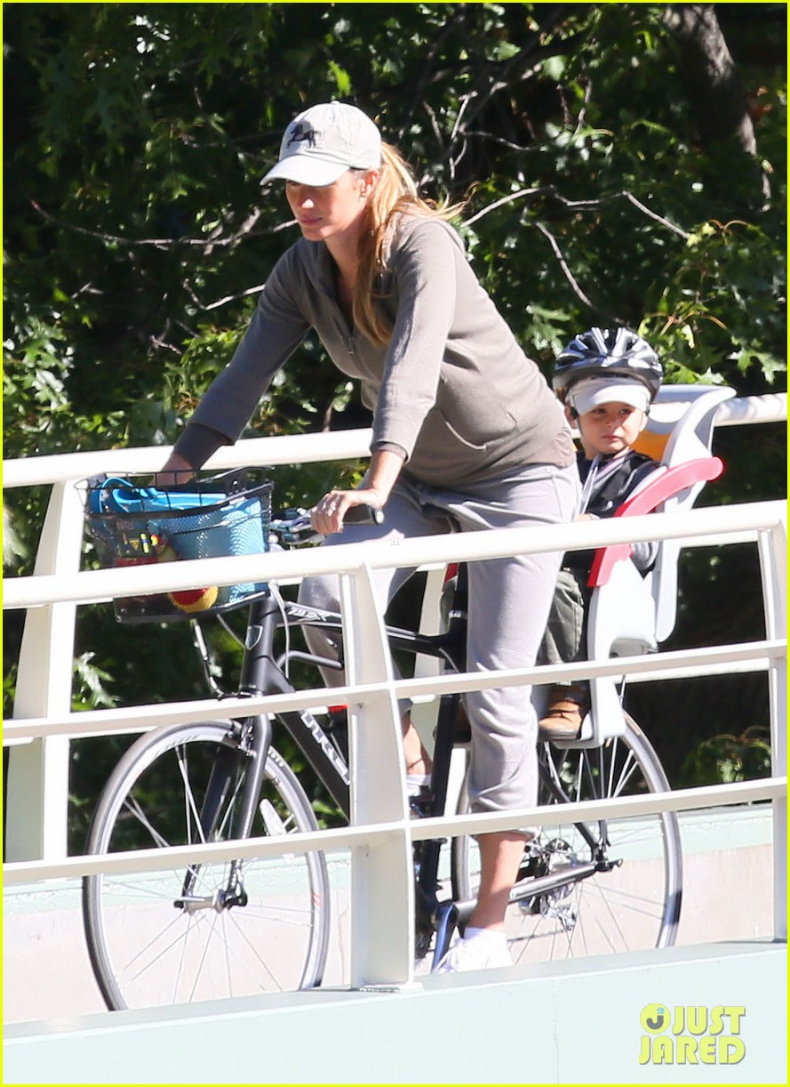 gisele bundchen bikes with benjamin 052727115