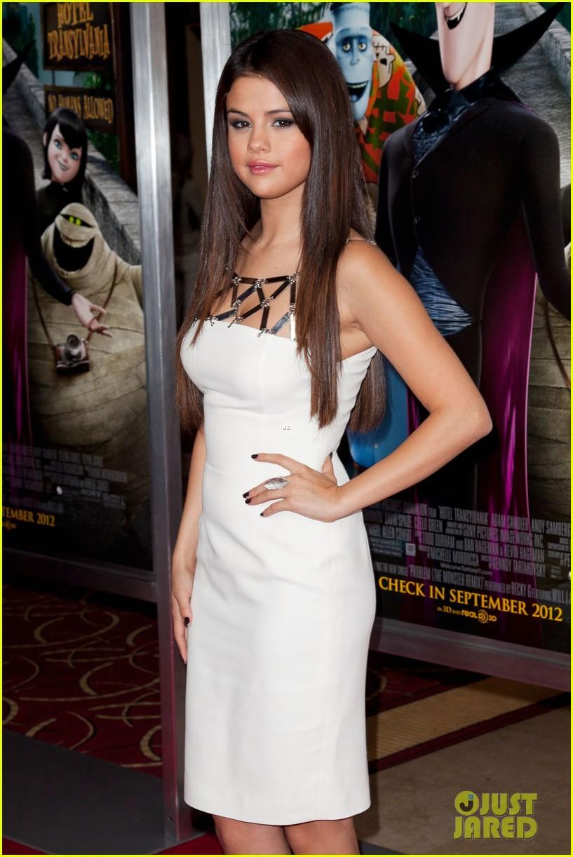 Selena Gomez: 'Hotel Transylvania' Premiere!: Photo ...