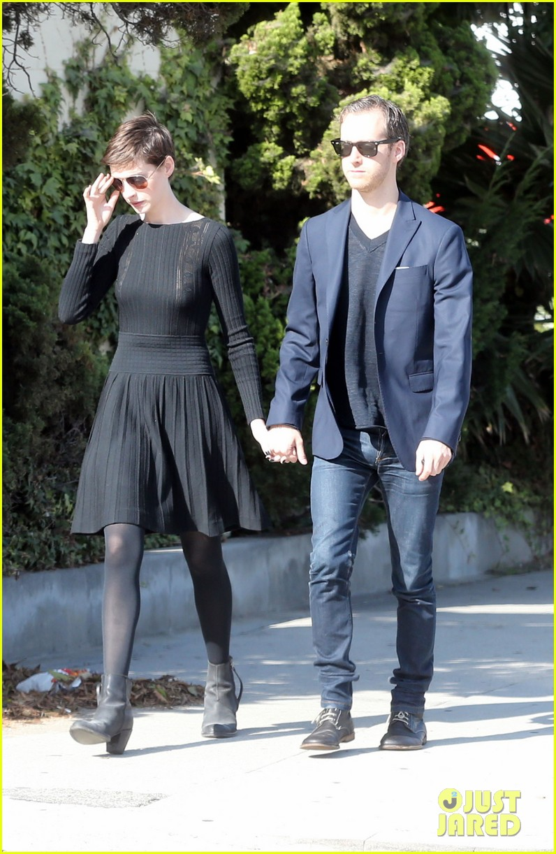 anne hathaway temple services adam shulman 142724121
