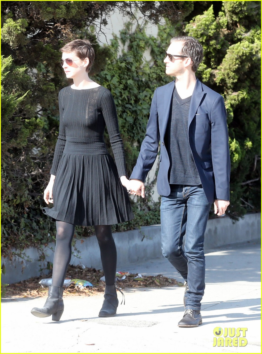 anne hathaway temple services adam shulman 172724124